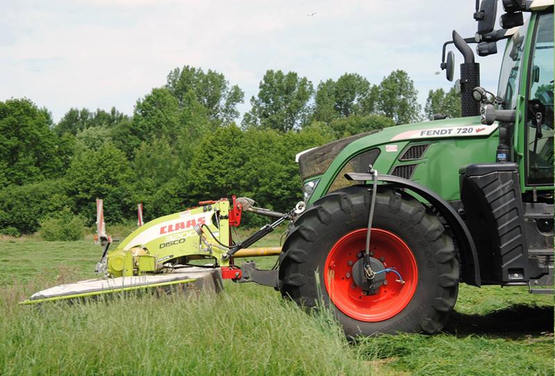 Gras mähen Fendt 720 | LU Beckmann Bargenstedt